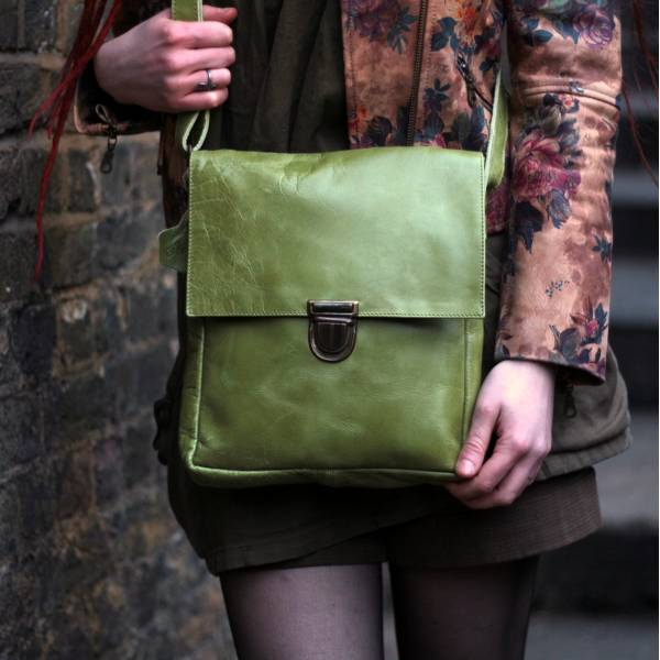 Envelope Medium Apple Green Leather Bag
