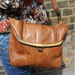 Dublin Medium Clip Bag Tan Scrunchy Leather