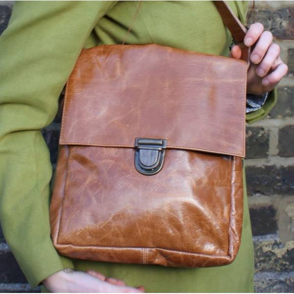 Envelope Medium Tan Scrunchy Leather Messenger Bag