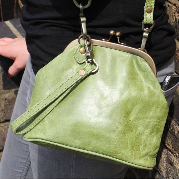 Clip Bag With Floor Apple Leather