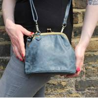Evanna Clip Bag With Floor Navy Leather