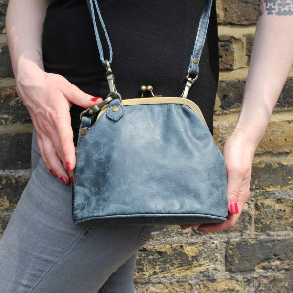 Clip Bag With Floor Navy Leather