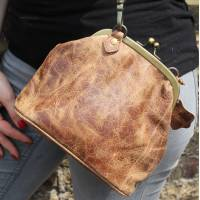 Evanna Clip Bag With Floor Tan Scrunchy Leather