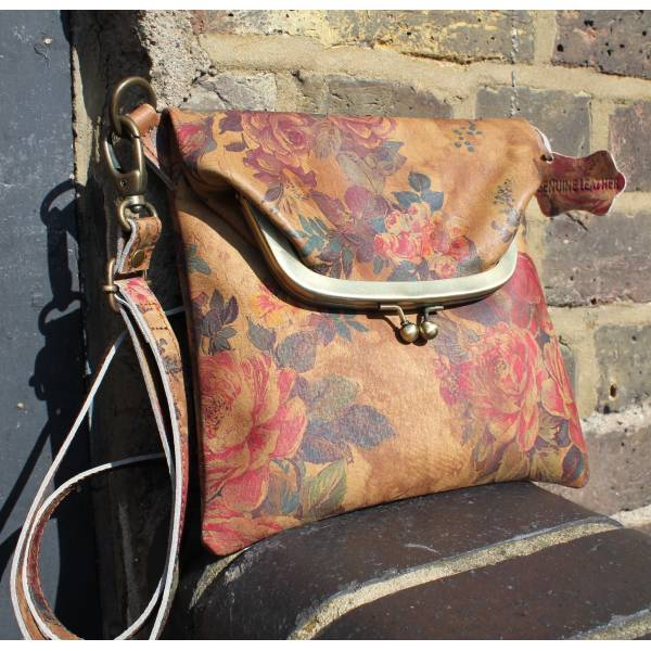 Kiss Clip Floral Bag