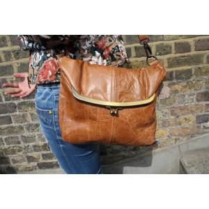 Medium Clip Bag Tan Scrunchy Leather