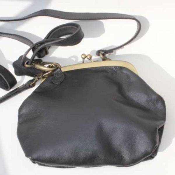 Evanna Large Clip Bag Black Leather