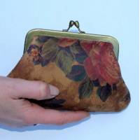 Miriam Large Kiss Clip Purse Floral n 14 Print Leather